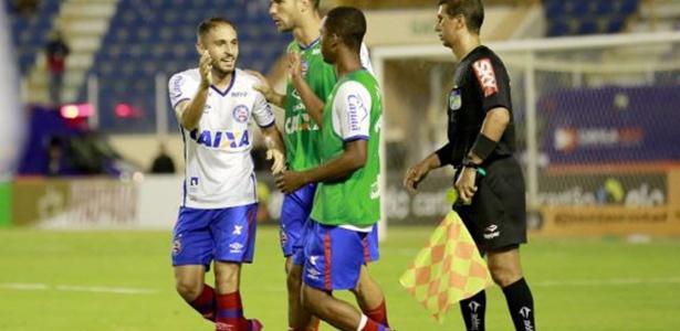 Régis comemora primeiro gol do Bahia em Aracaju