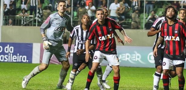 Mesmo em BH e com um jogador a mais desde o primeiro tempo, o Atlético-MG perdeu por 1 a 0 para o Atlético-PR