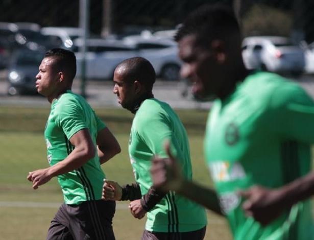 Anderson (C) passa a ser opção no Coritiba para o duelo com o Vasco