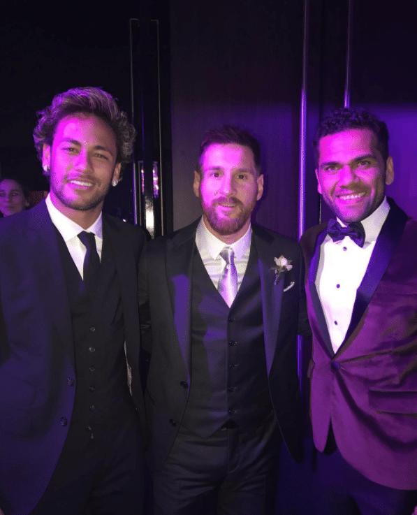 Neymar e Daniel Alves tietam Messi em casamento