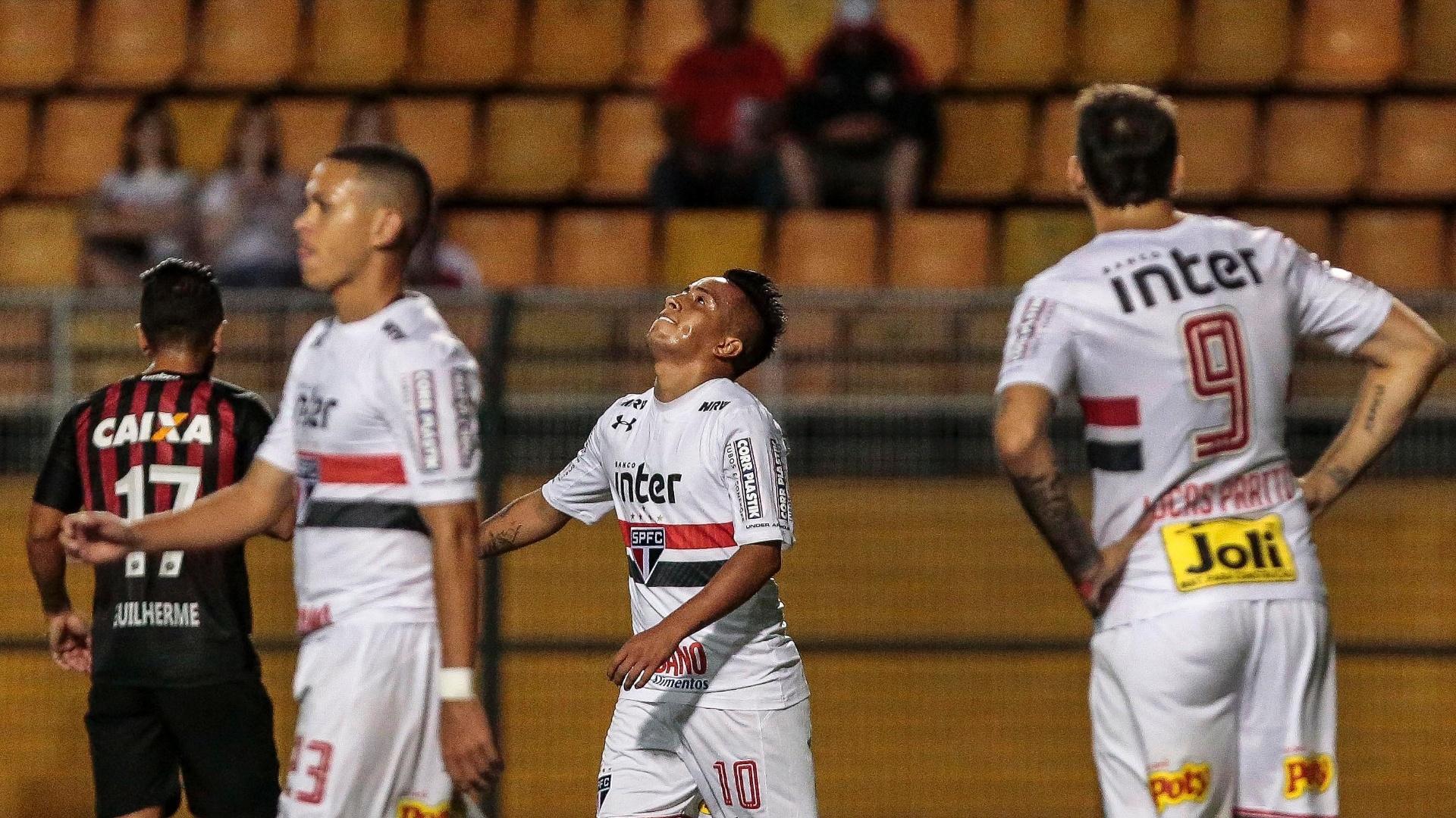 Cueva lamenta chance perdida durante jogo entre São Paulo e Atlético-PR