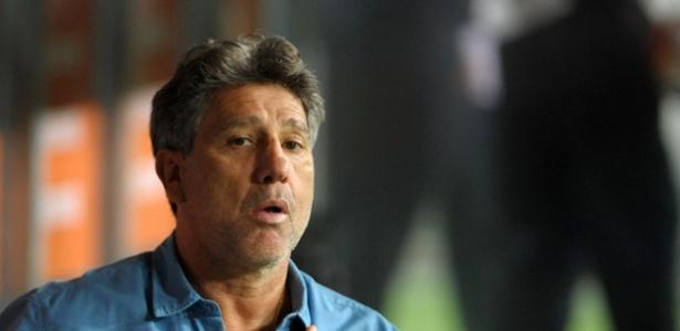 """Treinador não descartou trocar o Grêmio pelo Fla: """"Domingo posso falar"""""""