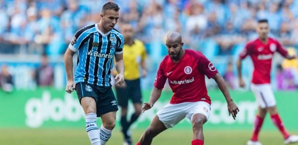 Arthur tem lesão na perna direita e deve ficar fora de mais cinco jogos do Grêmio