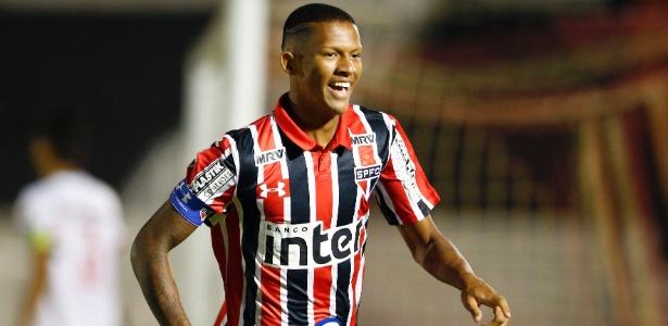 Zagueiro Rodrigo já foi chamado por Diego Aguirre para completar treinos do time principal - Thiago Calil/AGIF