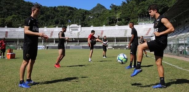 O elenco do São Paulo treinou na manhã desta sexta-feira, no Rio de Janeiro - Rubens Chiri / saopaulofc.net