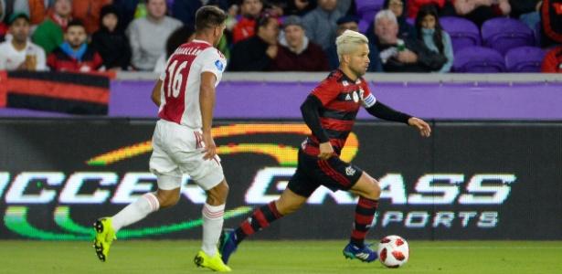 Diego em ação pelo Flamengo contra o Ajax pela Flórida Cup
