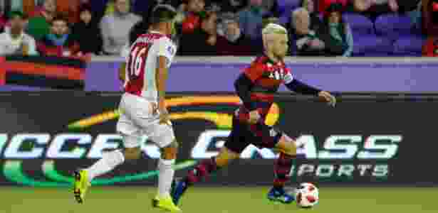 Diego em ação pelo Flamengo contra o Ajax pela Flórida Cup - Alexandre Vidal / Flamengo.com.br