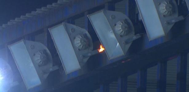 Refletor pegou fogo durante jogo do Botafogo no Carioca - Reprodução