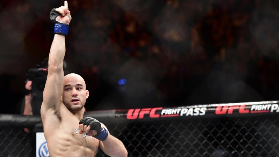 Marlon Moraes comemora a vitória sobre Raphael Assunção - Leandro Bernardez/Ag. Fight