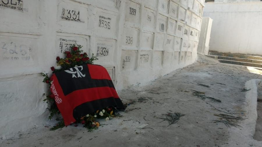 Samuel Thomas, de 15 anos, foi enterrado na tarde desta segunda (11) no Rio - Adriano Wilkson / UOL Esporte