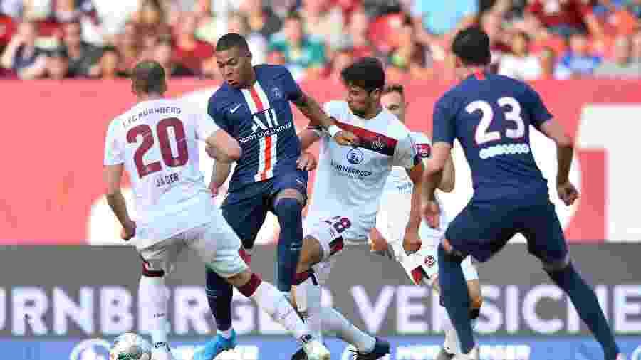 Mbappé não decidiu para o PSG no amistoso contra o Nuremberg - Sebastian Widmann/Bongarts/Getty Images
