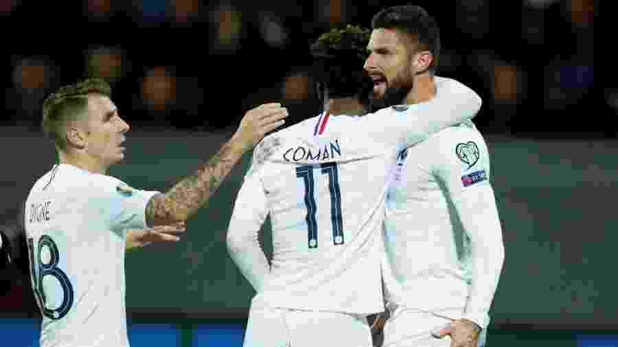 Jogadores da seleção da França comemoram gol de Giroud em jogo contra a Islândia - REUTERS/Gonzalo Fuentes