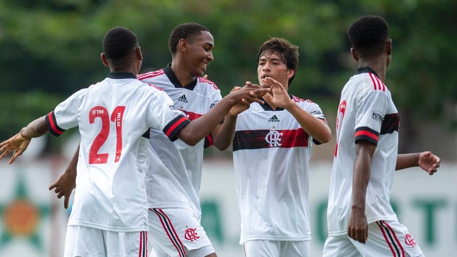 Jogadores do sub-15 do Flamengo em ação - Marcelo Cortes/Flamengo