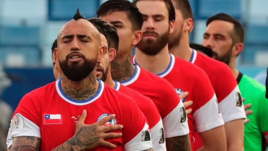 Seleção do Chile novamente jogou com a logo da Nike encoberta em partida da Copa América - Twitter da Copa América