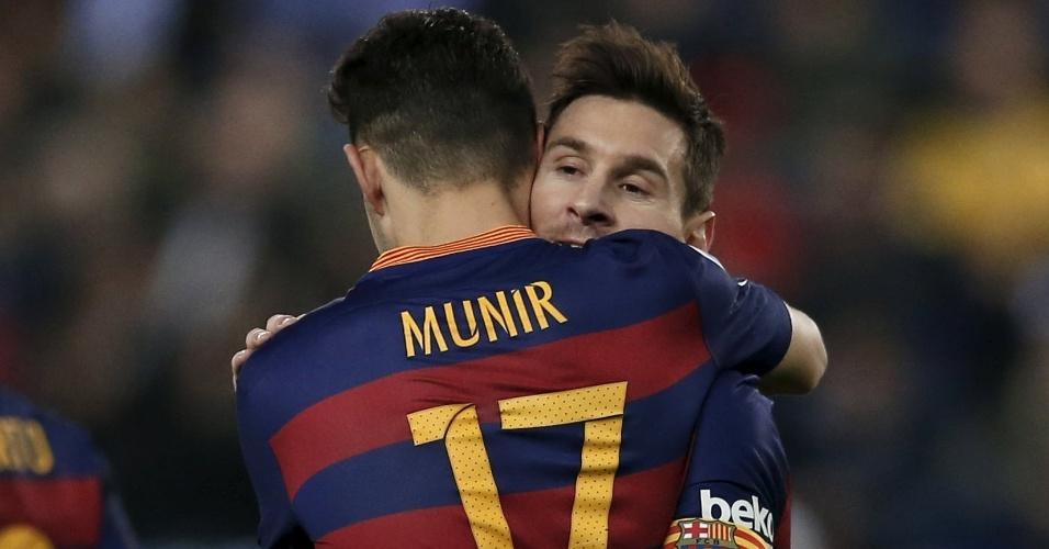 Munir comemora com Lionel Messi após marcar com assistência do argentino