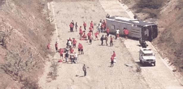 Ônibus do Huracán capota no caminho para o aeroporto na Venezuela - Twitter/Reprodução