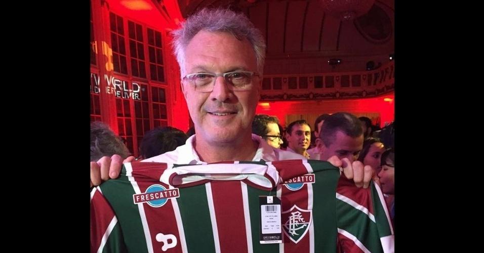 Jornalista Pedro Bial posou com nova camisa do Fluminense