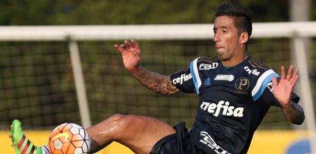 Barrios reforça equipe chilena e terá Corinthians pela frente