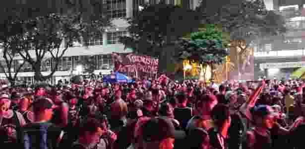 """Os terroristas vestem farda"", diz faixa de torcida organizada do Corinthians - Adriano Wilkson/UOL - Adriano Wilkson/UOL"