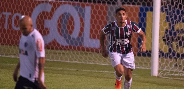 Douglas comemora gol do Fluminense contra o Atlético-MG, um dos 50 sofridos pelo time mineiro no Brasileirão