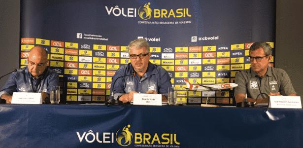 José Roberto Guimarães na coletiva na qual confirmou sua permanência na seleção - Divulgação