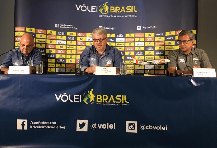 José Roberto Guimarães na coletiva na qual confirmou sua permanência na seleção