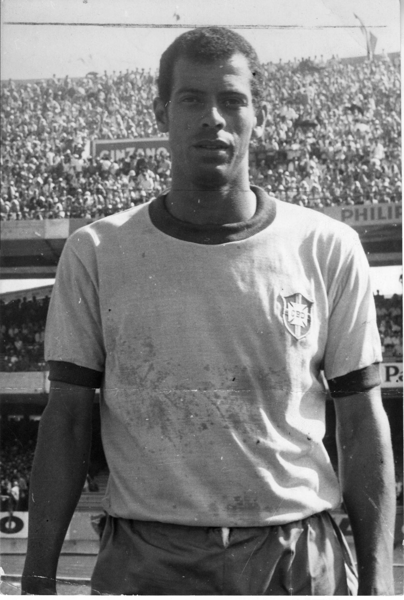 Carlos Alberto Torres em ação pela seleção brasileira; O ex-lateral, morto nesta terça, fez 53 jogos representando o Brasil e foi capitão do Tri em 1970