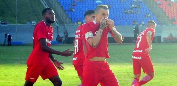 D'Alessandro marcou o gol que abriu o placar na estreia do Inter pela Série B