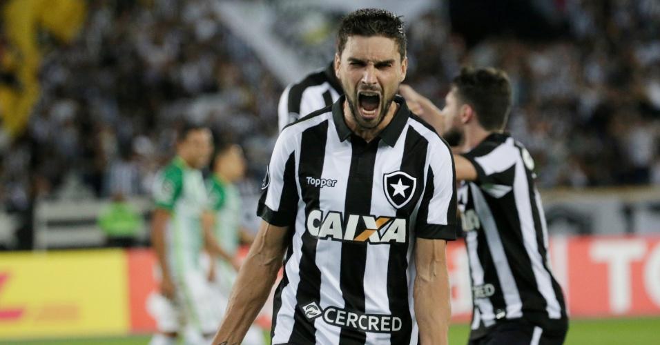 Rodrigo Pimpão comemora gol do Botafogo diante do Atlético Nacional na Copa Libertadores 2017
