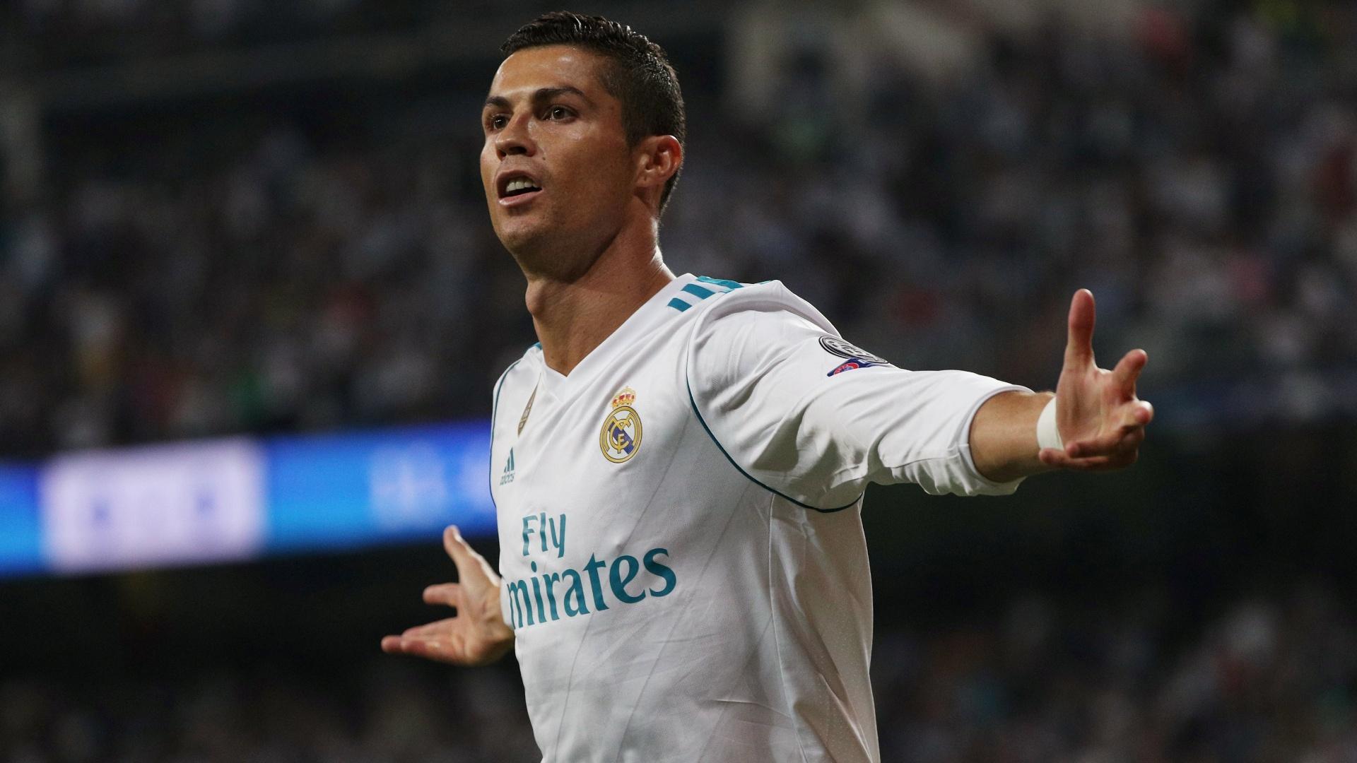 Cristiano Ronaldo comemora o seu gol pelo Real contra o APOEL na Liga dos Campeões