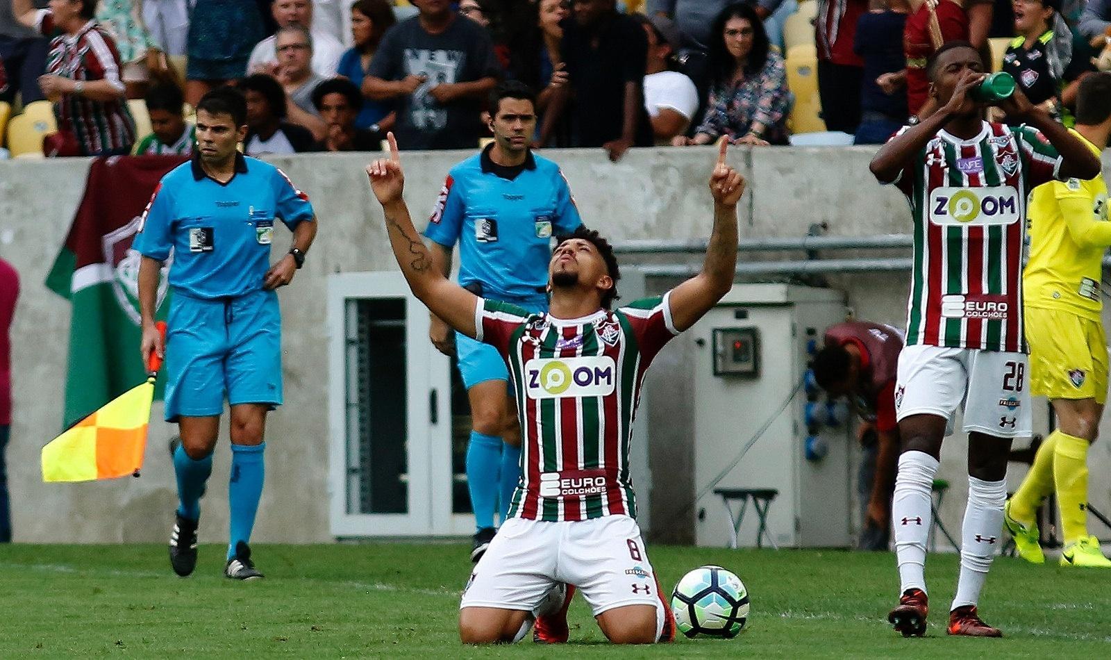 Douglas comemora gol que abriu o placar para o Fluminense contra a Ponte