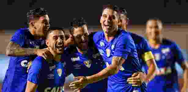 0457b7a55c Cruzeiro termina com 10