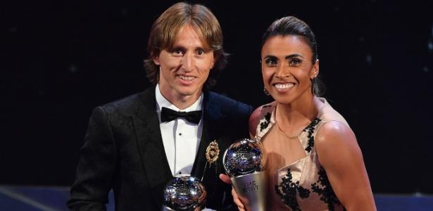 Luka Modric e Marta foram eleitos como melhores jogadores do mundo - STANSALL / AFP