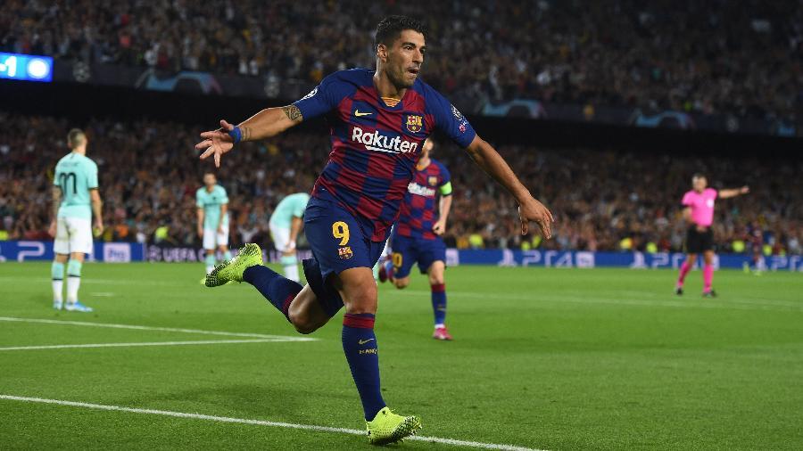 Luis Suárez comemora gol marcado para o Barcelona contra a Inter de Milão - Denis Doyle - UEFA/UEFA via Getty Images