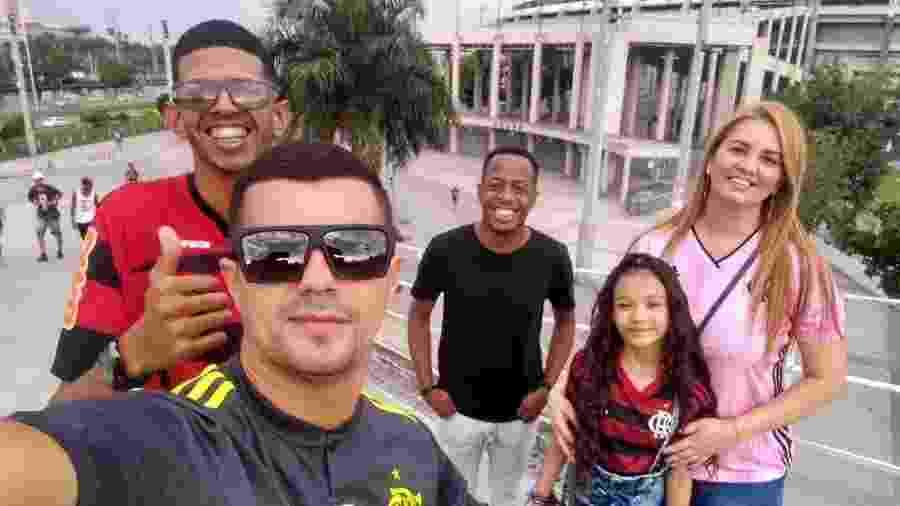 Irmãos  Ana Paula Cavalheiro e Douglas devolveram ingresso de Flamengo x Grêmio a Lucas Figueiredo - Arquivo pessoal / Ana Paula Cavalheiro