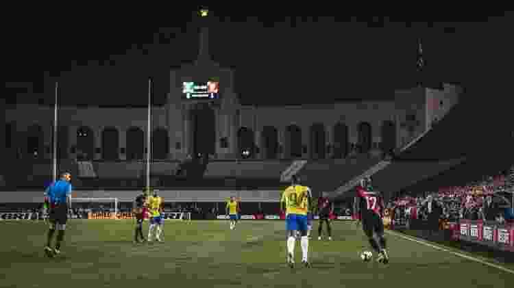 Campo ruim, iluminação inapropriada e arquibancadas vazias em Los Angeles incomodam jogadores e comissão técnica - Pedro Martins/Mowa Press