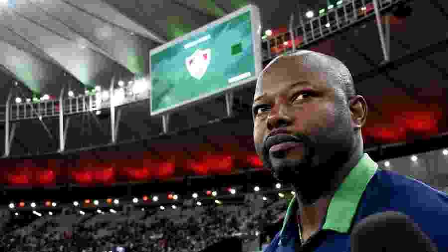 Técnico Marcão, do Fluminense, à beira do gramado no Maracanã - Mailson Santana/Fluminense FC