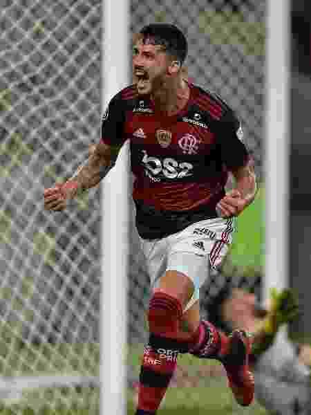Gustavo Henrique abre o placar para o Flamengo contra o Barcelona-EQU pela Libertadores - Thiago Ribeiro/AGIF