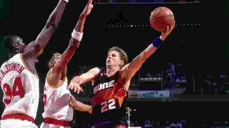 Danny Ainge, do Phoenix Suns, durante jogo da NBA de 1995 - Noren Trotman/NBAE via Getty Images - Noren Trotman/NBAE via Getty Images