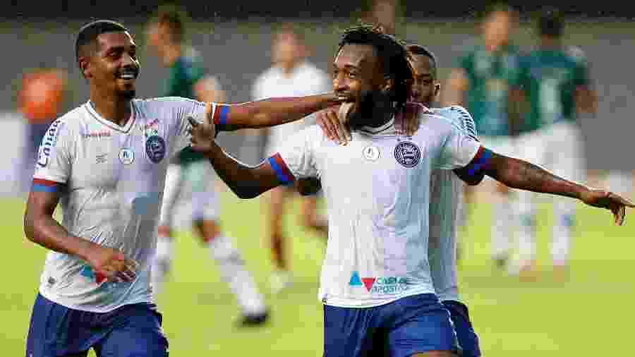 Gustavo (dir.), atacante do Bahia, comemora gol no Campeonato Baiano - Felipe Oliveira / EC Bahia