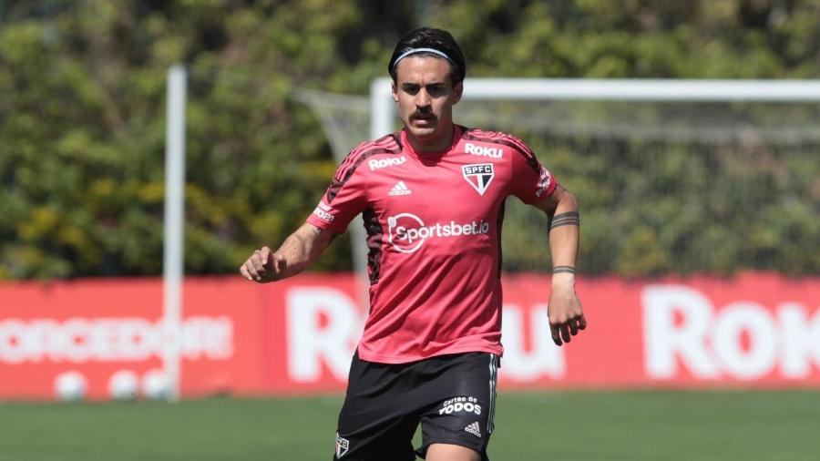 Gabriel Neves tem duas partidas pelo São Paulo e ainda busca espaço em meio aos estrangeiros - Rubens Chiri / saopaulofc.net
