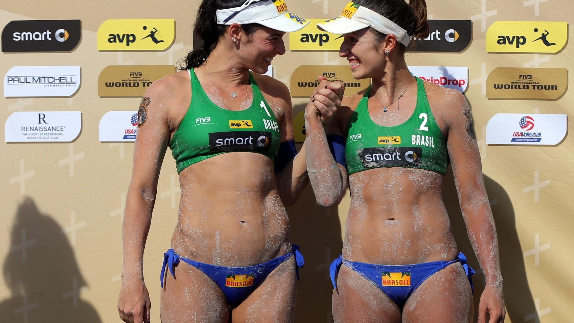 2015 - A moda praia entra mais uma vez no esporte. Agora, com os lacinhos na parte inferior do biquíni