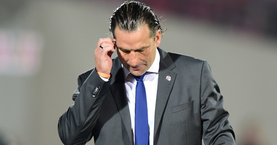 Juan Antonio Pizzi, novo técnico do Chile, durante a partida contra a Argentina