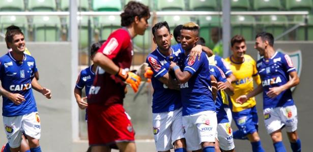 Rafael Silva celebra gol do Cruzeiro diante do Atlético-MG