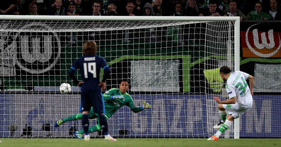 Rodriguez converteu cobrança de pênalti e colocou o Wolfsburg em vantagem contra o Real Madrid pela Liga dos Campeões