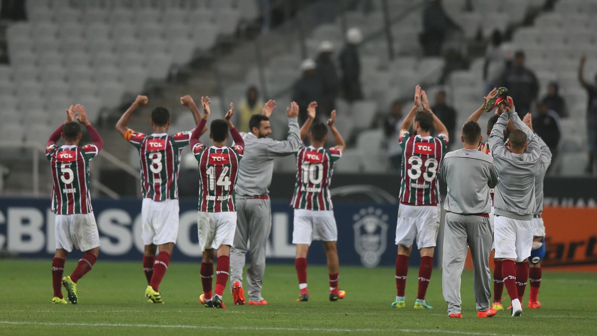 Jogadores do Fluminense comemoram vitória sobre o Corinthians em Itaquera