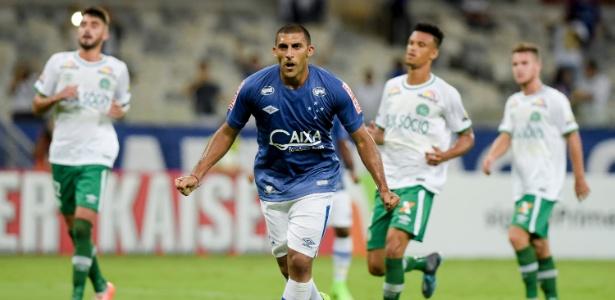 Quando toca na bola, Ábila costuma ser letal para os goleiros adversários -  Washington Alves/Light Press/Cruzeiro