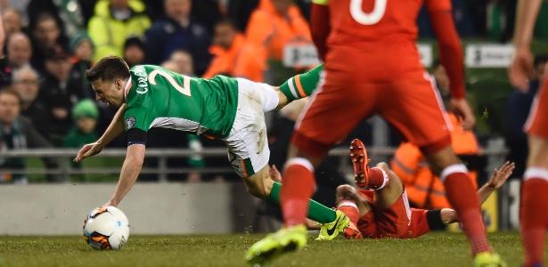Neil Taylor quebrou a perna de Seamus Coleman no jogo entre País de Gales e Irlanda