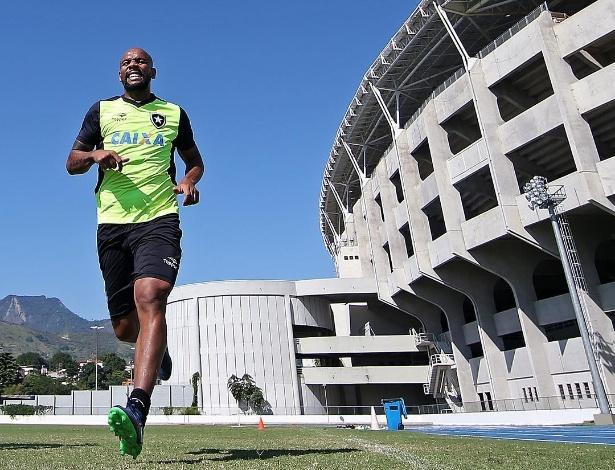 Maicon treina no Botafogo - Vitor Silva / SS Press / BFR