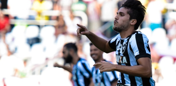 Rabello renovou com o Botafogo até o fim de 2019 com multa de R$ 148 milhões